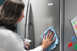 green-clean-refrigerator-whirlpool_4930d743d241a26f89ffd096238aa10e_3x2_jpg_300x200_q85